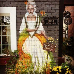 Painted mural of Queen Charlotte outside of Magnolia Emporium